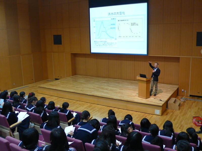 《中学2年》 治水や水循環について小林さんの講演を聞きました