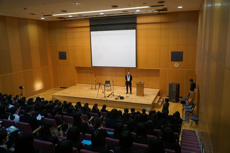《高校1年》 国際 上野哲路さんのディジュリドゥ演奏会