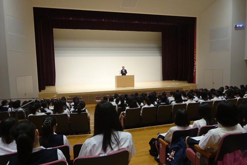 《高校3年》 村瀬幸浩先生による性教育の講演会が行われました。
