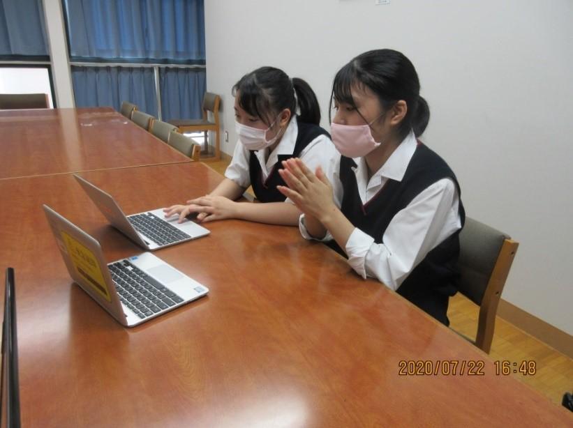 生徒会  日本各地の高校生とオンラインで意見交換をしています
