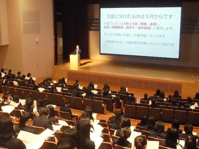 高校1年 国内フィールドワークの方面別プレゼンテーションが行われました