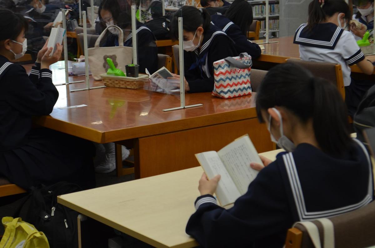 中1学年   朝の読書運動について