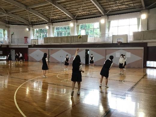 生徒会  球技大会に向けて楽しく練習しています