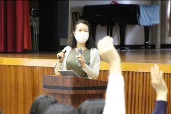 中1学年  情報講演会を開きました