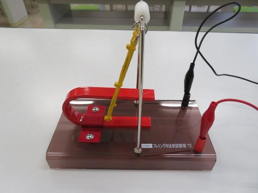 中3 理科Ⅰ  「フレミングの左手の法則」の実験をしました