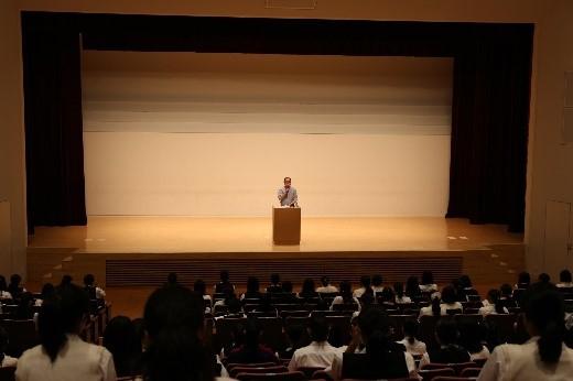 高2学年  村瀬幸浩先生による「性と生の教育」講演会