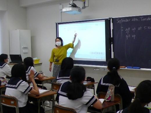中1英語  音読やリスニングに楽しく取り組んでいます