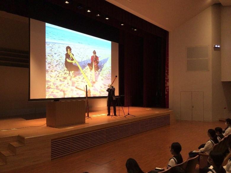 中3国際  上野哲路さん・ディジュリドゥ演奏と講演会